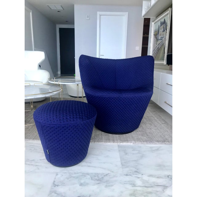 Mid-Century Modern Anda Swivel Armchair and Ottoman by Pierre Paulin for Ligne Roset, C. 2018 For Sale - Image 3 of 13