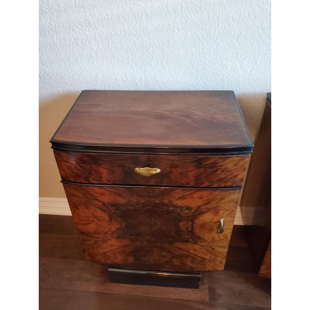 Early 20th Century 1930s Italian Art Deco Highly Figured & Burled Walnut Bedside Cabinet - a Pair For Sale - Image 5 of 12
