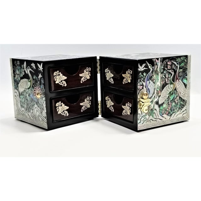 1980s Abalone and Mother of Pearl Asian Jewelry Box With Cranes Butterflies and Flowers - Mid Century Modern Chinese Chinoserie Oriental For Sale - Image 5 of 13