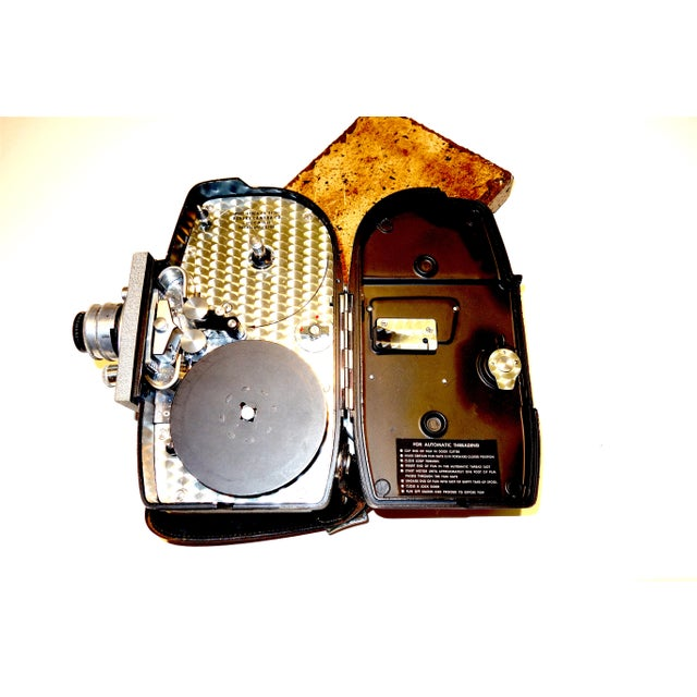 "Art Deco Revere ""One Hundred Three"" 16mm Portable Cinema Camera, Circa Mid 20th Century For Sale - Image 3 of 4"