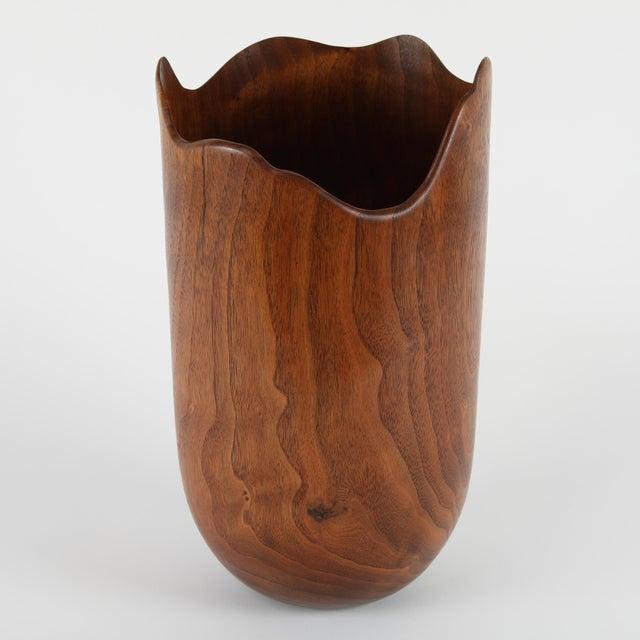 Superior 1970s Vintage Mike Kornblum Turned Walnut Vase Decaso
