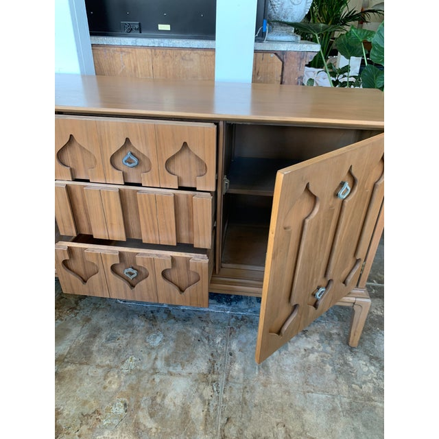"""Mid-Century Modern Mid-Century Modern Low Walnut Credenza Cabinet Carved """"Spade"""" Fruit For Sale - Image 3 of 9"""