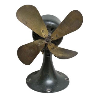 Small Metal Vintage Fan by General Electric For Sale