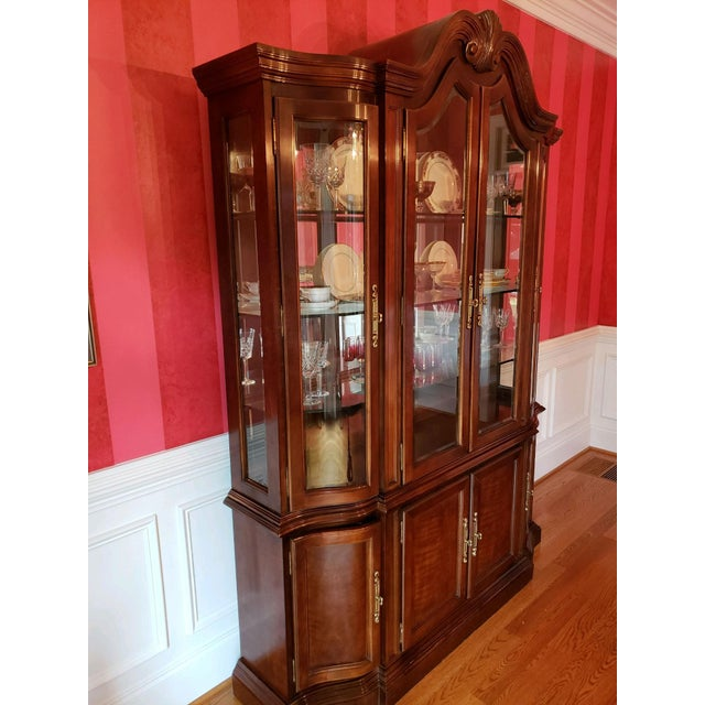 Traditional Bernhardt Mahogany Breakfront China Cabinet For Sale - Image 3 of 12