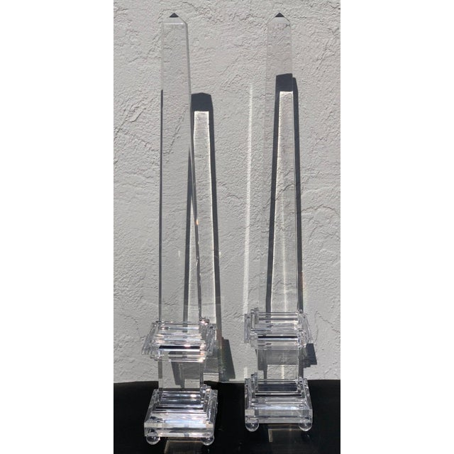Transparent Monumental Pair of Footed Lucite Obelisks For Sale - Image 8 of 13