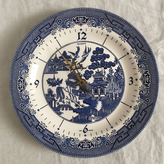 Late 20th Century Churchill England Ceramic Blue Willow Clock Plate For Sale - Image 5 of 5
