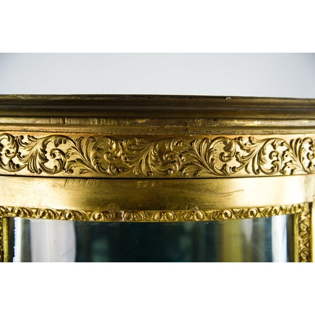 Early 20th Century French Louis XV Giltwood and Curved Glass Curio Cabinet For Sale - Image 5 of 13