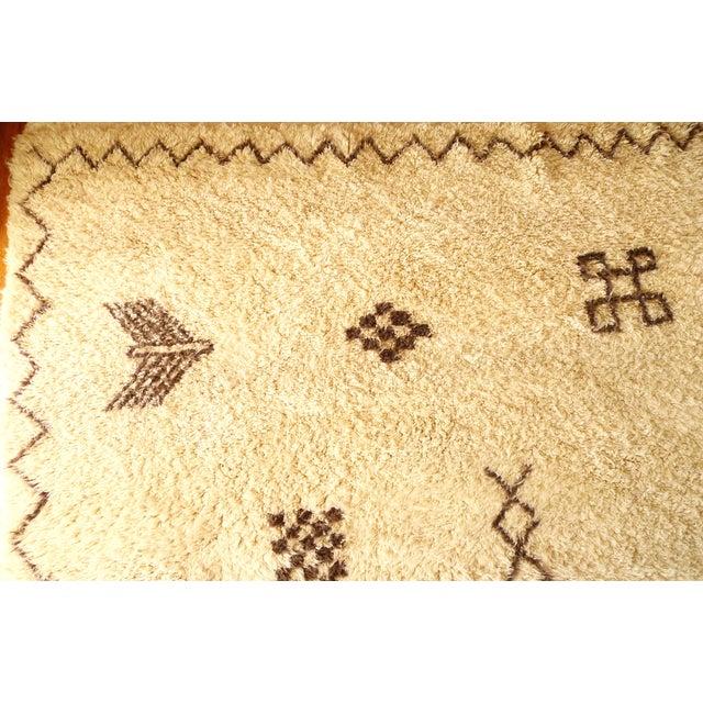 """Moroccan Beni Ourain Berber Rug - 6′8″ × 10′2"""" - Image 5 of 9"""