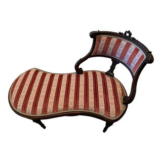 1930s Vintage Hepplewhite-Style Chaise For Sale