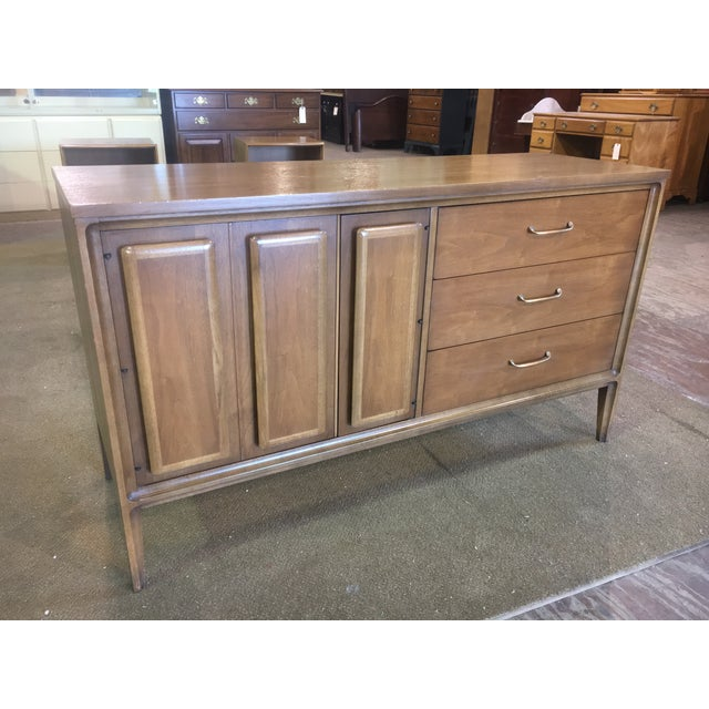 Beautiful Mid Century Credenza signed Forward '70 Premier line for Broyhill. 3 drawers on the right side. 2 doors on left...