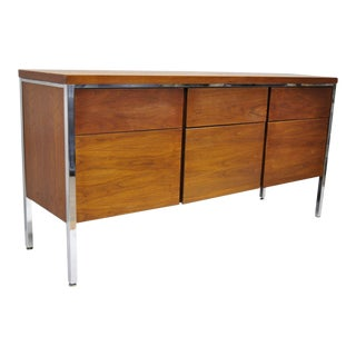 1960s Vintage Stow Davis Walnut & Chrome Florence Knoll Style Credenza For Sale