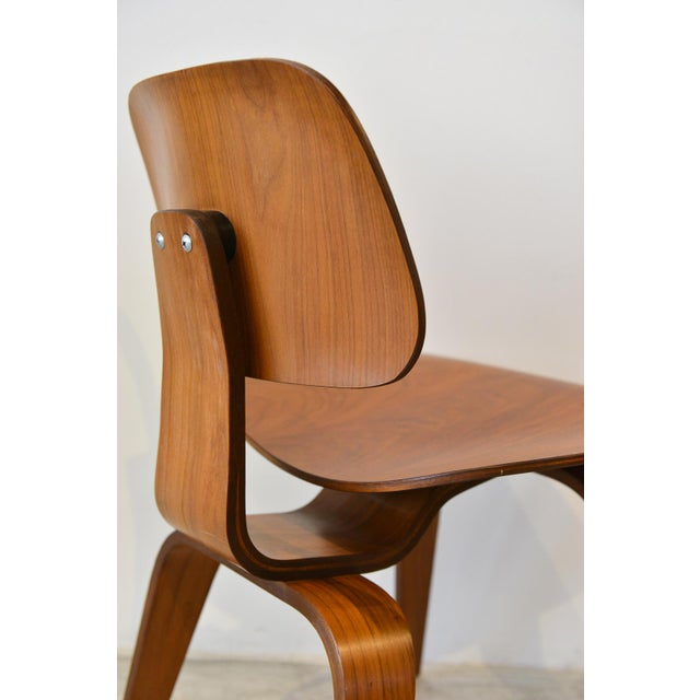 Vintage Eames DCW molded plywood chair, circa 1970. Excellent original condition. Hardly used. 5-2-4 screw configuration.