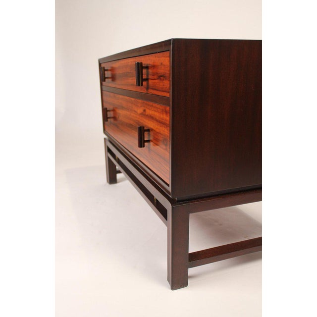 Edward Wormley for Dunbar Brazilian Rosewood, Ebony and Mahogany Nightstands - a Pair For Sale In Dallas - Image 6 of 10