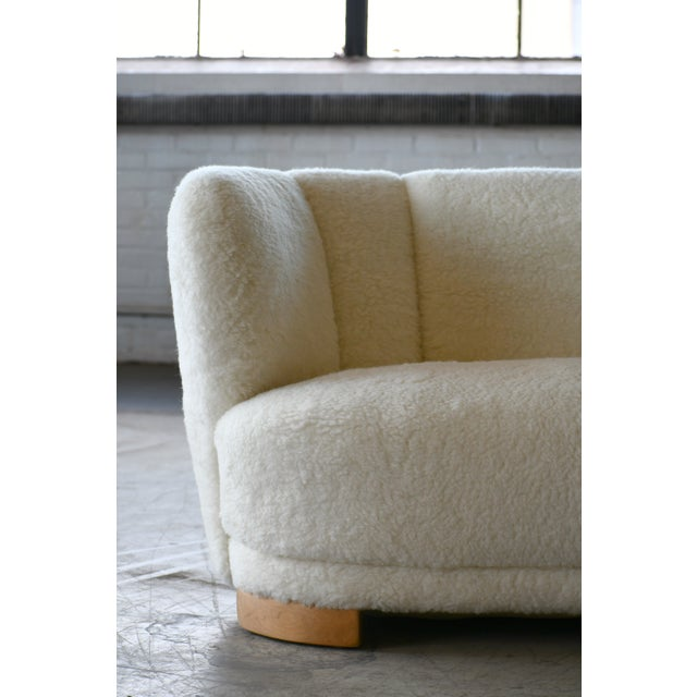 Mid-Century Modern Danish 1940s Curved Banana Shape Sofa in Lambswool in the Style of Viggo Boesen For Sale - Image 3 of 11