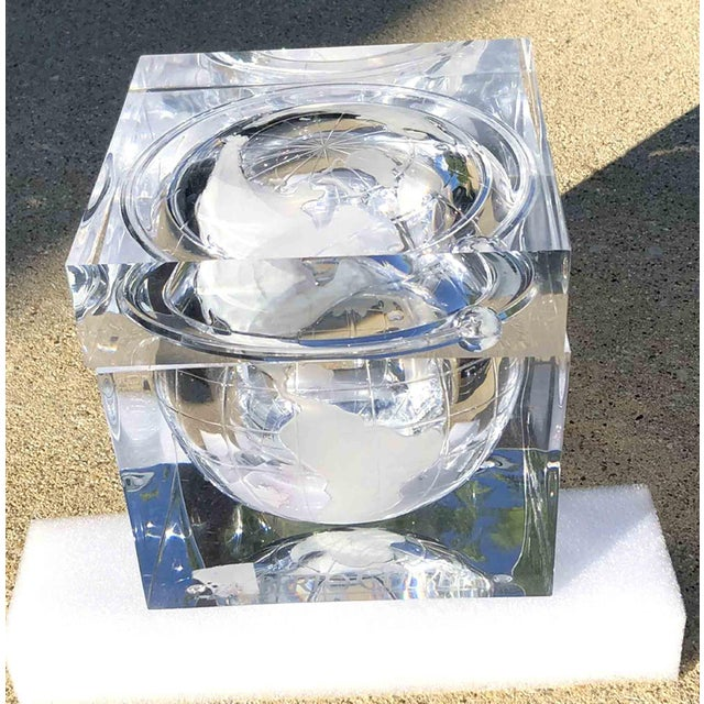 Alessandro Albrizzi 1970s Alessandro Albrizzi Ice Bucket With Incised Globe in Lucite For Sale - Image 4 of 12