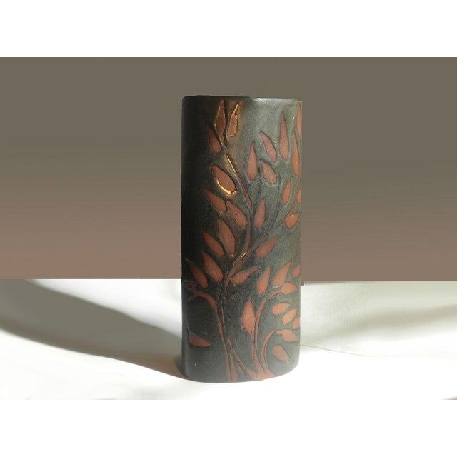 1970s Vintage Andersen Design Vase in Red Leaf on Ebony Glaze Pattern For Sale - Image 5 of 7