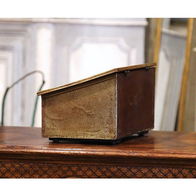 Early 20th Century Early 20th Century French Repousse Brass and Wooden Box With Sailboats Decor For Sale - Image 5 of 8