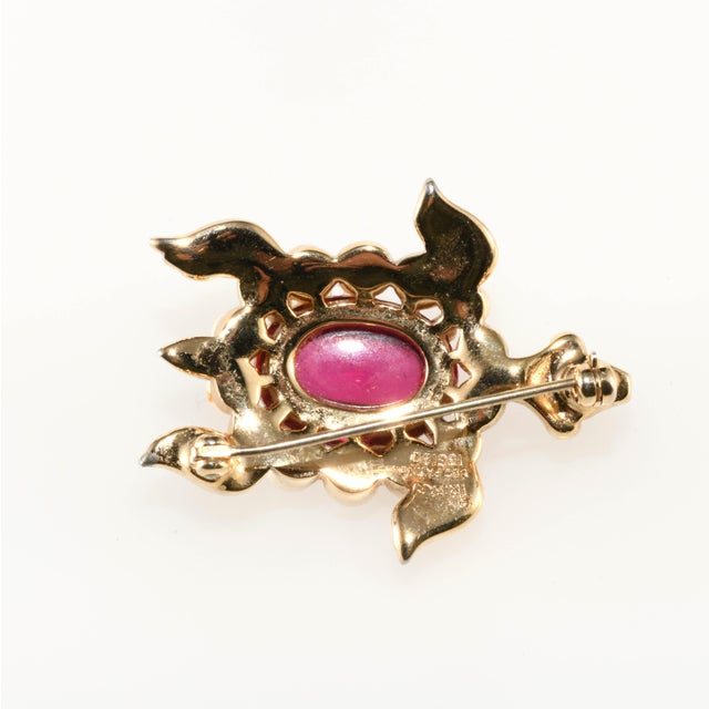 Realism 1940s Vintage Trifari Turtle Brooch Pin Cranberry Red Faux Pearls For Sale - Image 3 of 5