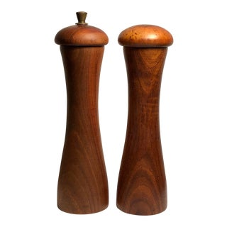 1950s Garantito Tre Spade Pepper Mill and Salt Shaker - a Pair For Sale
