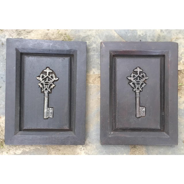 Rustic Vintage Carved Wood Plaque & Skeleton Key - Image 2 of 6