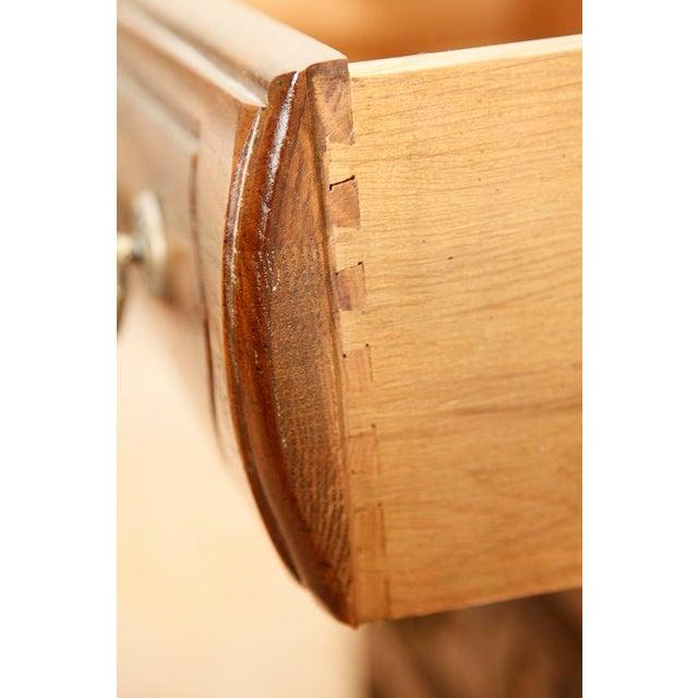 Vintage Century Furniture 3 Drawer Keyhole Chest - Image 7 of 9