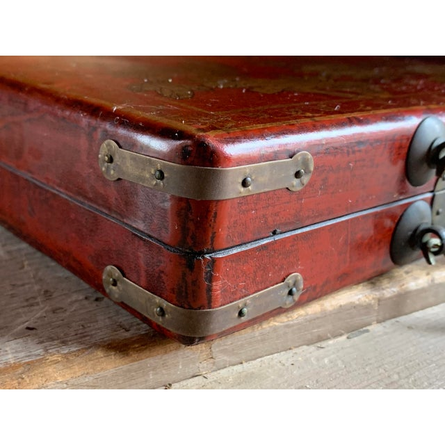 Offering a beautifully decorated tea caddy case. Deep red exterior with a printed word interior. Very eye catching....