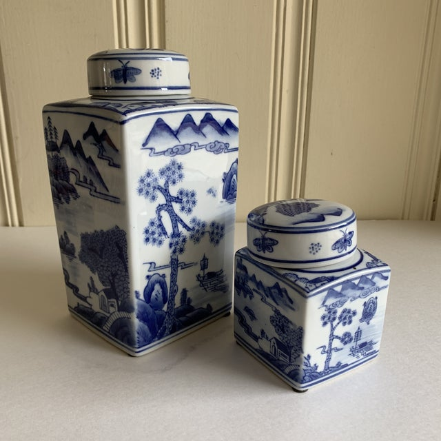 Ceramic Asian Chinoiserie Blue & White Ceramic Canisters, Set of Two For Sale - Image 7 of 10