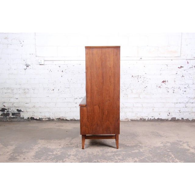 Broyhill Brasilia Mid-Century Modern Sculpted Walnut Gentleman's Chest For Sale - Image 10 of 12
