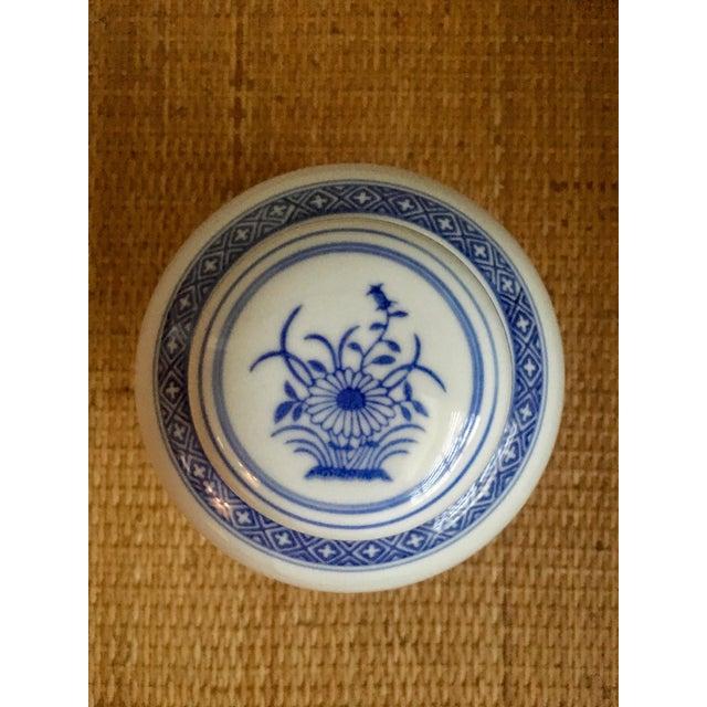 """Vintage Blue & White """"Rice Flower"""" Pattern Ginger Jar For Sale - Image 4 of 8"""