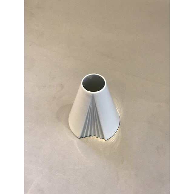 1980s Ambrogio Pozzi, Rosenthal Geometric Op Art Lady's Gown Porcelain Vase For Sale - Image 5 of 9