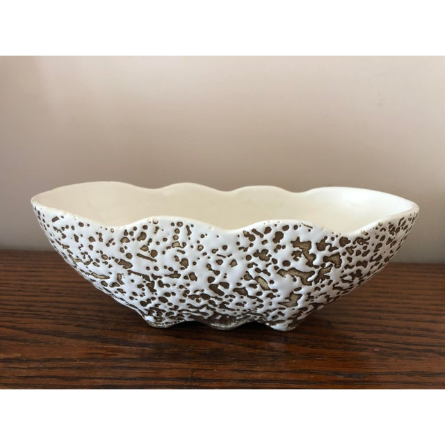 This is such a classy ceramic piece, at home with plants or whatever where you choose to show it off.