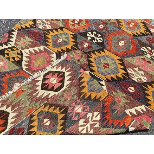 """Textile Vintage Turkish Kilim Rug-4'8'x7'9"""" For Sale - Image 7 of 8"""