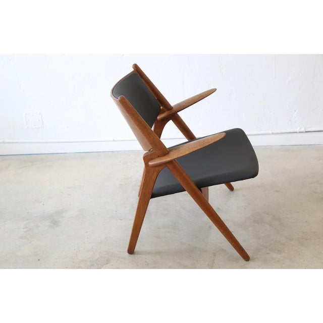 Hans J. Wegner is one of the masters of 20th century Danish design, producing over 200 chairs. The Sawbuck Chair CH28 was...