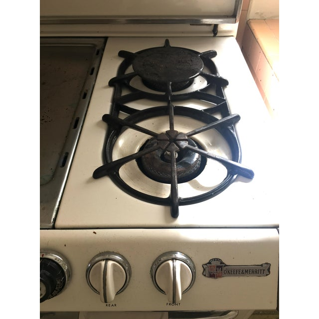 White 1950s Vintage O'Keefe & Merritt Stove With Griddle For Sale - Image 8 of 9