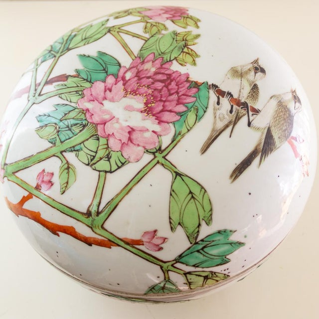 19th C Familly Rose Covered Box | Lidded Food Bowl | Chinese Qing Dynasty For Sale - Image 11 of 12