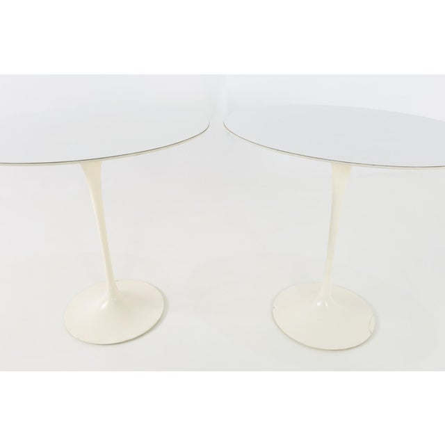 Knoll 1960s Mid Century Modern Eero Saarinen for Knoll Oval Tulip Side Tables - a Pair For Sale - Image 4 of 9