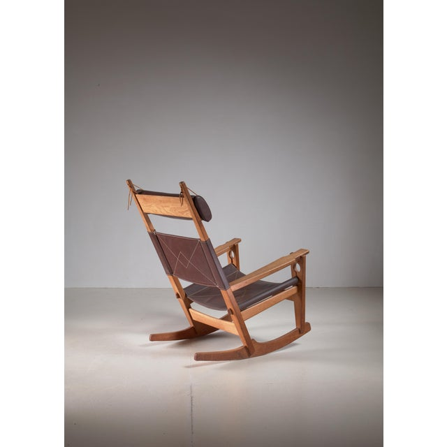 Mid-Century Modern Hans Wegner Key Hole Rocking Chair in Original Brown Leather For Sale - Image 3 of 7