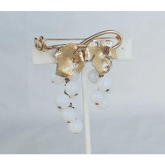 Mid-Century Modern 1950s Napier Opalescent Glass Grapes Pin For Sale - Image 3 of 6