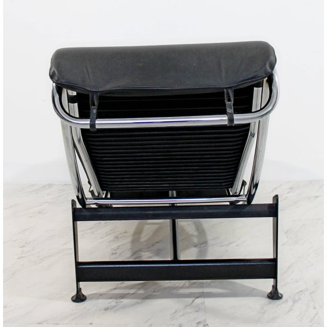 1960s 1960s Mid-Century Modern Le Corbusier Cassina Black Leather Chrome Chaise For Sale - Image 5 of 8