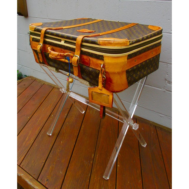 Hollywood Regency Mid-Century Modern Lucite Folding Luggage Rack For Sale - Image 3 of 9