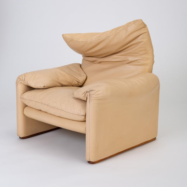Designed in 1973, the Maralunga collection by Vico Magistretti for Cassina features a backrest of unique comfort and...