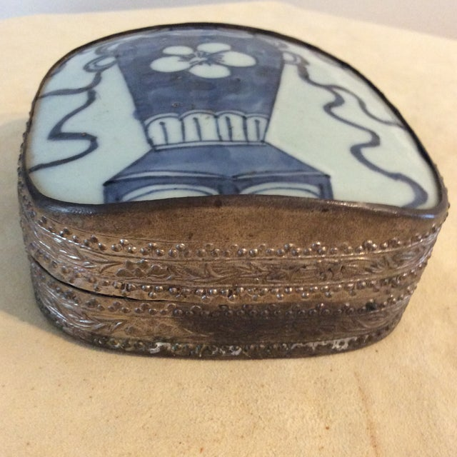 Blue Mid 19th Century Antique Chinese Blue and White Paktong Snuff Box For Sale - Image 8 of 8