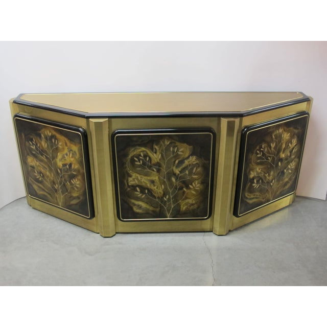 This buffet is well build and looks amazing over all but under close inspection it does show wear. Some scratches on on...