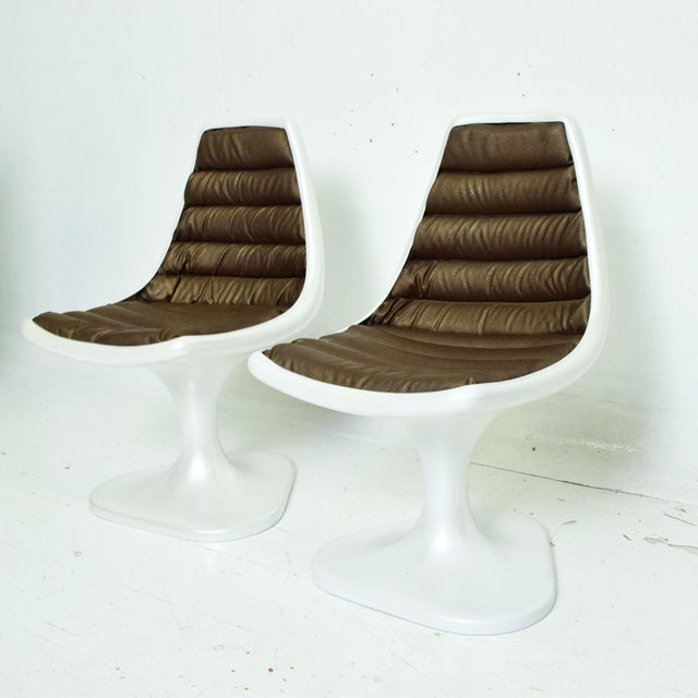 Sculptural Atomic Mid Century Modern Pair of Side Chairs in Fiberglass For Sale - Image 10 of 10
