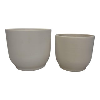 Pair of Matte White Graduated Height Gainey Planter Pots For Sale