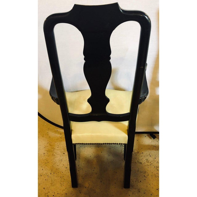1930s Set of Eight Queen Anne Ebonized and Gilt Decorated Dining Chairs For Sale - Image 5 of 13