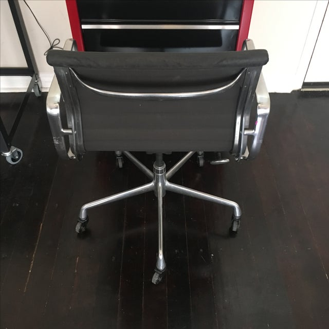 Eames Aluminium Group Management Chair - Image 3 of 5