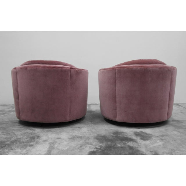 Large Pair of Mid-Century Swivel Tufted Back Barrel Chairs by Milo Baughman For Sale In Las Vegas - Image 6 of 7