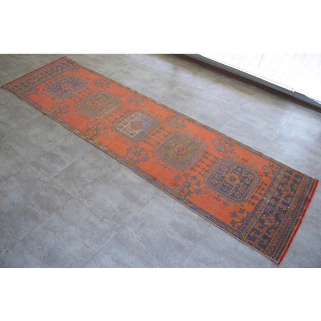 Distressed Oushak Rug Runner Santa Fe Background Hallway Rug- 3'1″ X 11'3″ For Sale - Image 9 of 9