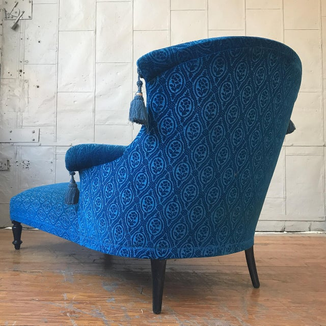 19th Century Vintage Royal Blue Velvet Chaise For Sale - Image 11 of 12